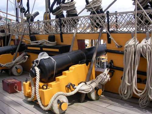 Short_12_pounder_in_the_HMS_Victory's_Quarterdeck_2.JPG